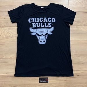▪️▫️Chicago Bulls Logo Tee (Sz L)